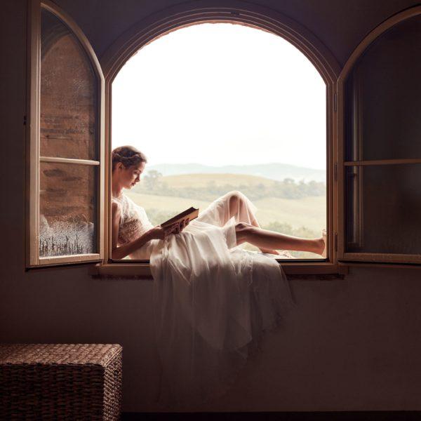 Elsa Gary 2020 - Modèle Béa - Robe de mariée à encolure bateau en dentelle de Calais - Boutique Elle a dit Oui by Elsa Gary Caen