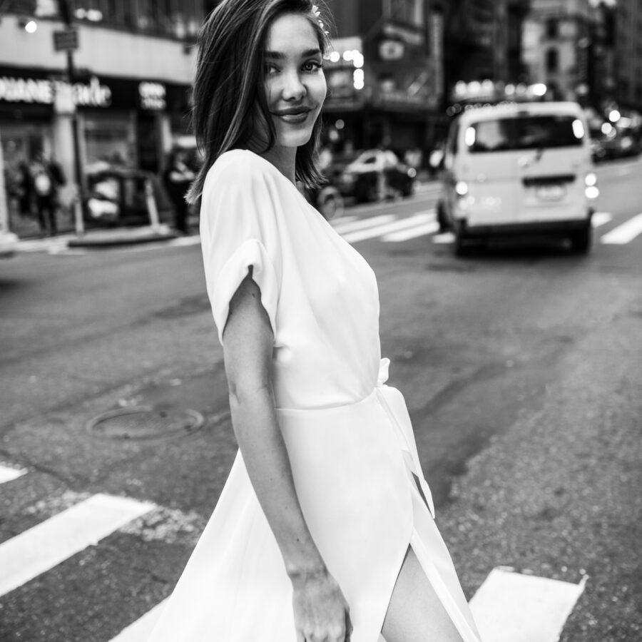 Agata Wojtkiewicz 2020 - Modèle Be Artistic - Robe de mariée ultra-féminine pour mariée chic et élégante - Boutique Elle a dit Oui by Elsa Gary Caen