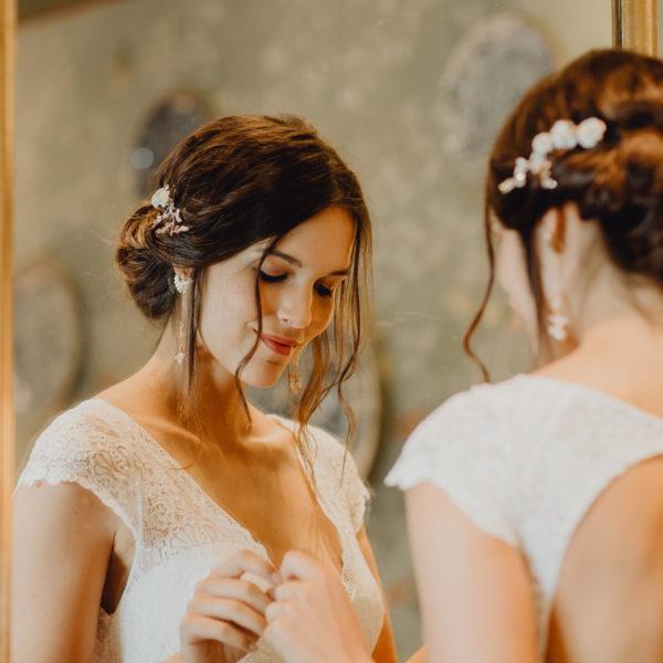 Elsa Gary 2020 - Modèle Agathe - Robe de mariée féminine avec dos échancré en dentelle de Calais - Boutique Elle a dit Oui by Elsa Gary Caen