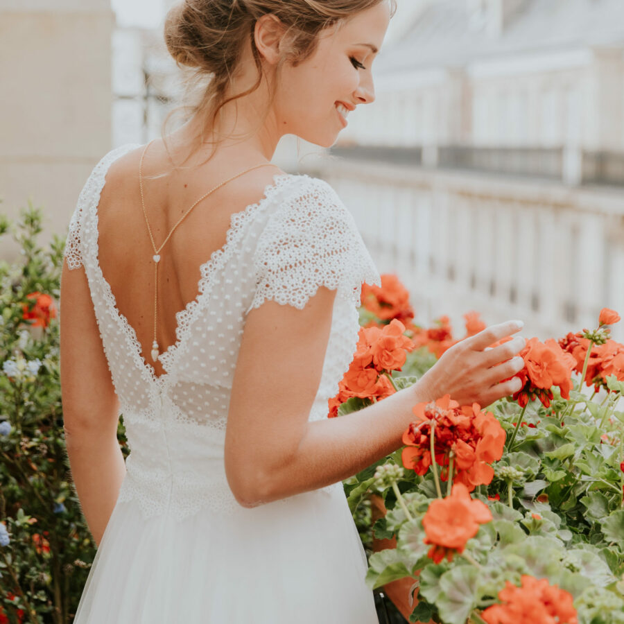 Elsa Gary 2020 - Modèle Laurine - Robe de mariée romantique à petites manches en soie et dentelle - Boutique Elle a dit Oui by Elsa Gary Caen