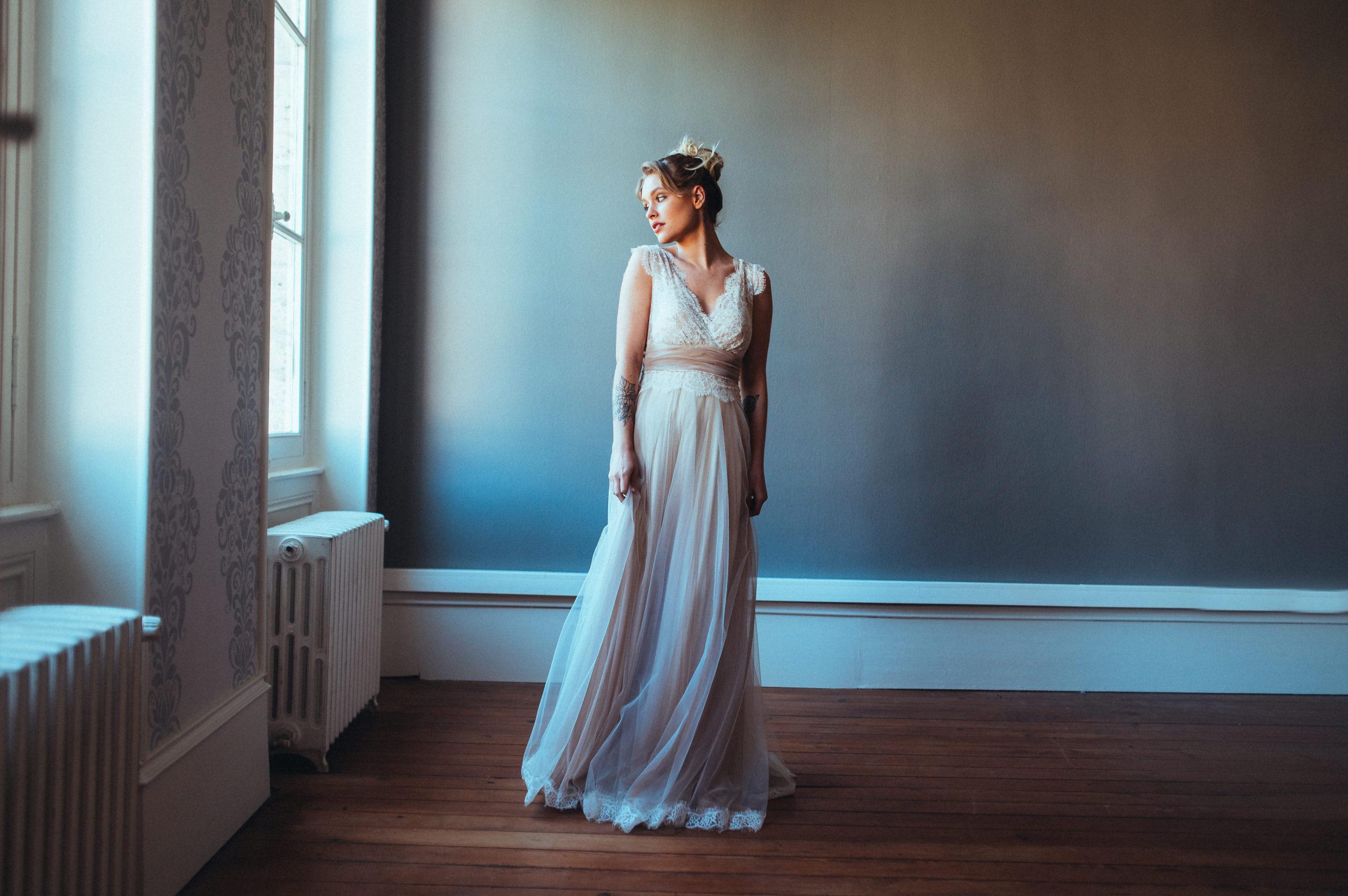 Elsa Gary 2020 - Modèle Nude - Robe de mariée princesse décolleté en dentelle - Boutique Elle a dit Oui by Elsa Gary Caen